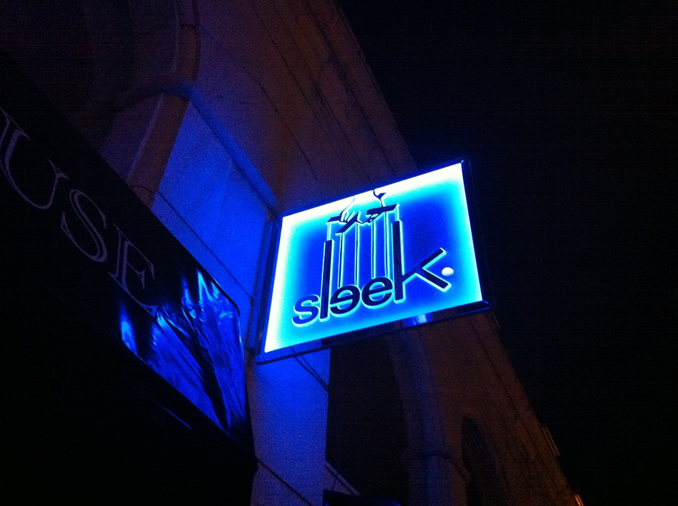 Illuminated peerspex sign